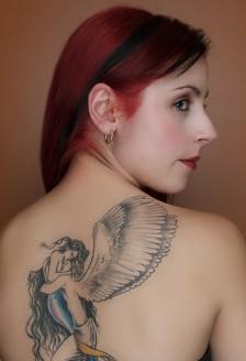 Stiri - Tatuajele si piercingul